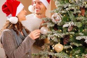 how-to-decorate-a-christmas-tree-couple